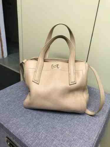 Comment dater un sac à main Chanel?